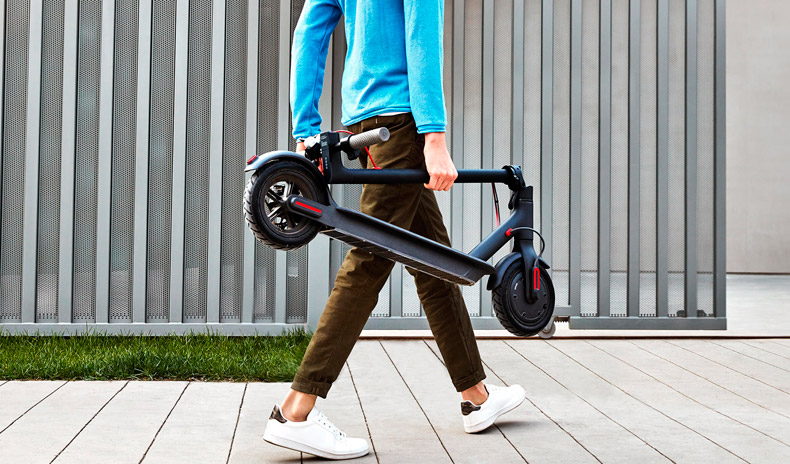 Xiaomi Mi Electric Scooter plegado y transporte